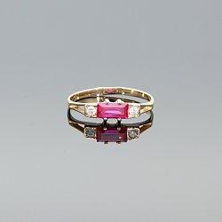 Pierścionek złoty z rubinem i cyrkoniami